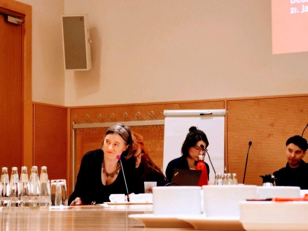 """Anke Domscheit-Berg, Christina Clemm, Ans Hartmann, Dr. Anne-Katrin Wolf beim Fachgespräch """"Digitale Gewalt gegen Frauen"""" (Bild: Claudia Sprengel)"""